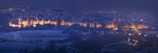 Vue de la cité médiévale de Carcassonne enneigée