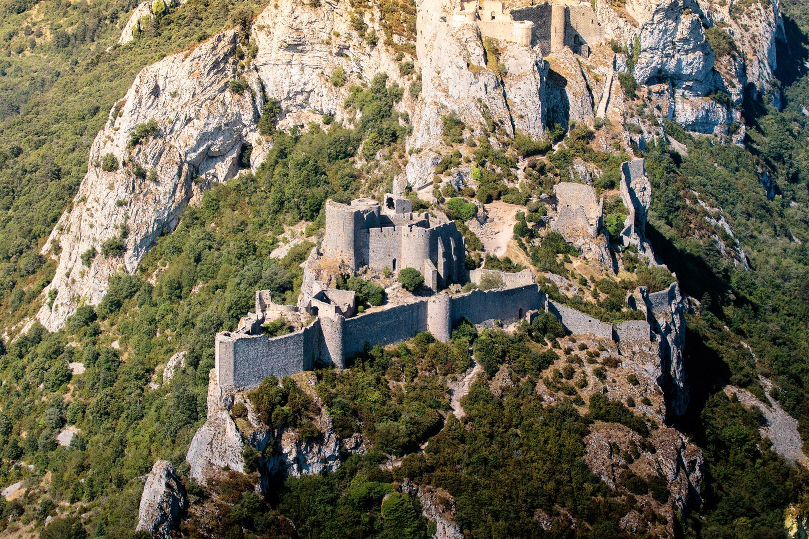 Le château de Peyrepertuse se trouve sur la commune de Duilhac-sous-Peyrepertuse.