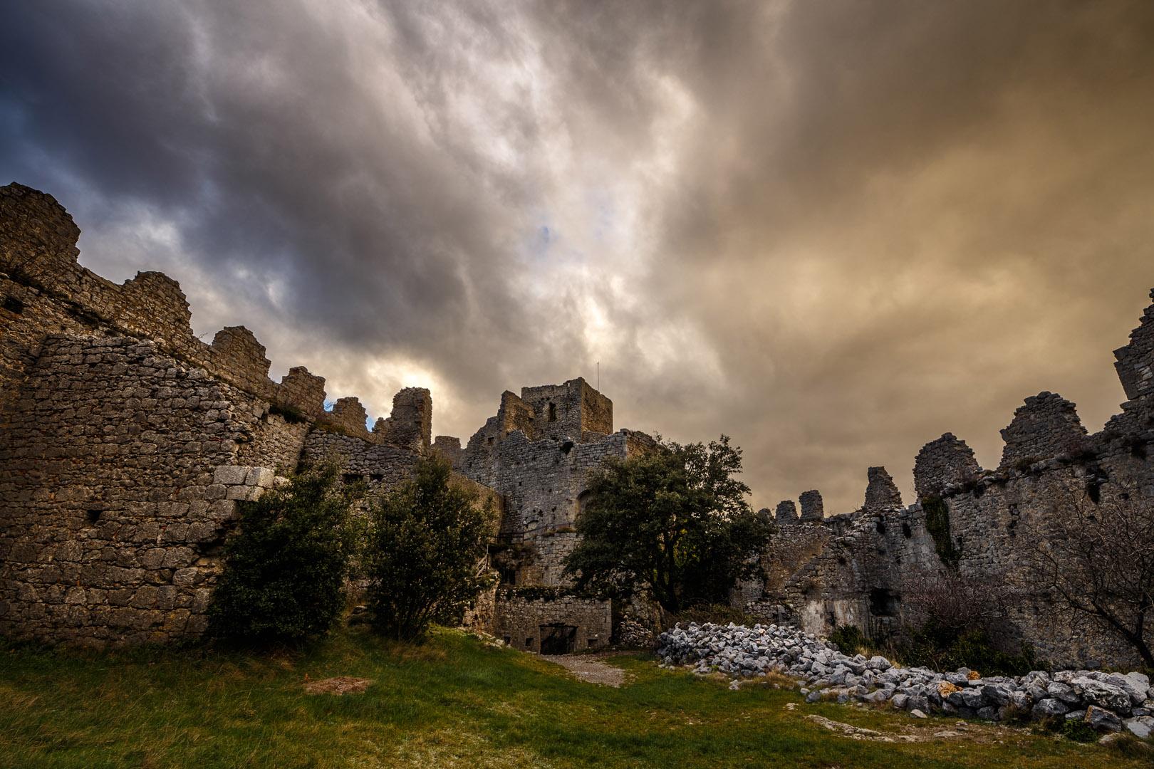 Dans l'enceinte du château de Puilaurens