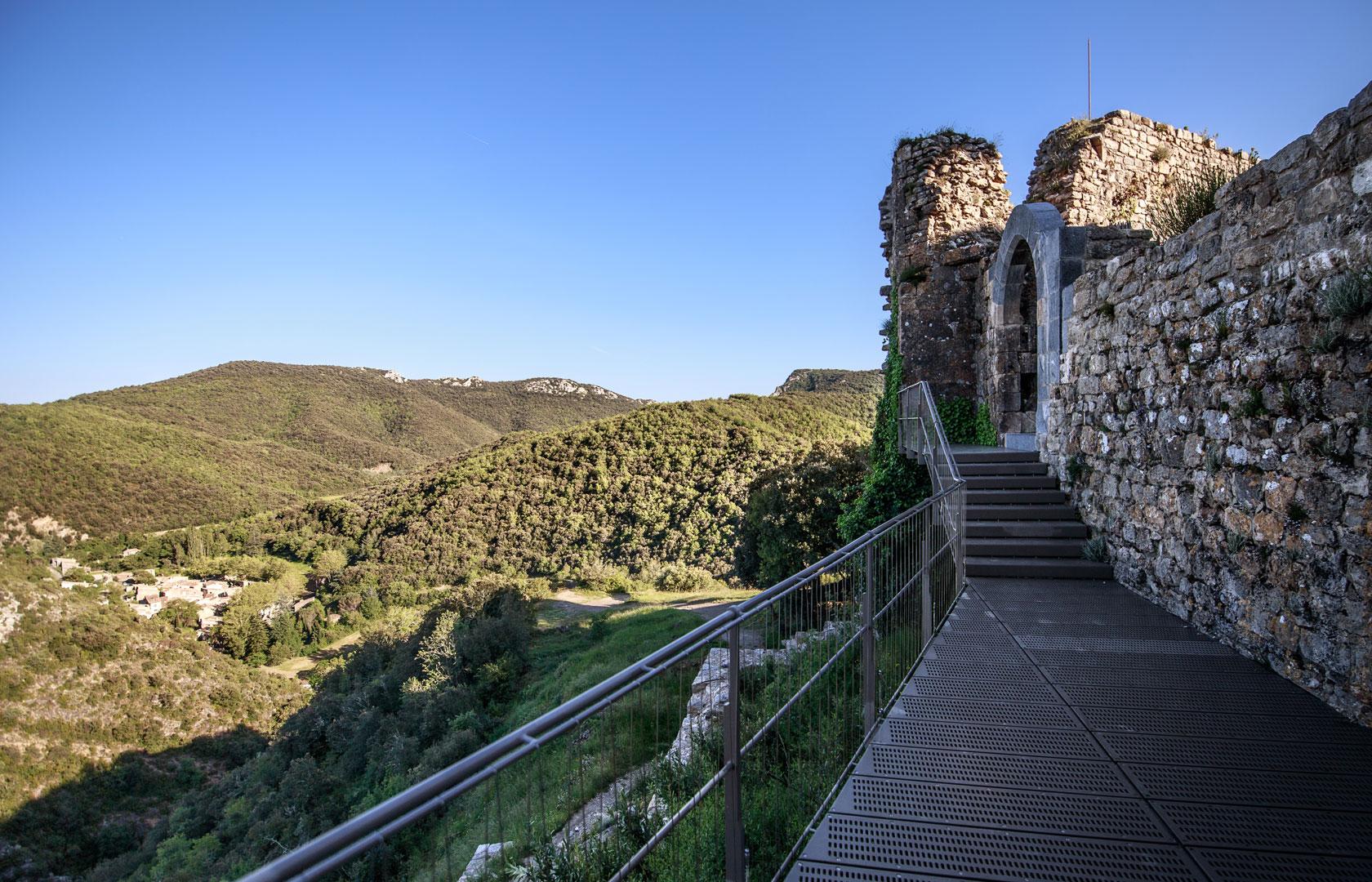 En 1224, Amaury de Montfort cède le château de Termes à l'archevêque de Narbonne. Mais cette donation est sans effet dans la mesure où Amaury de Montfort, qui n'a pu conserver les conquêtes de son père, ne détient aucun pouvoir réel.