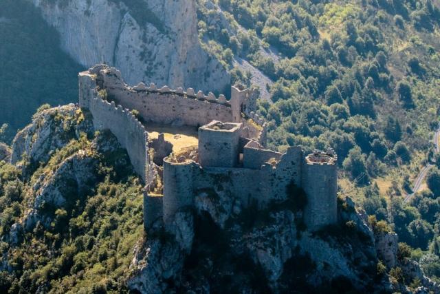 Vue aérienne du château de Puilaurens