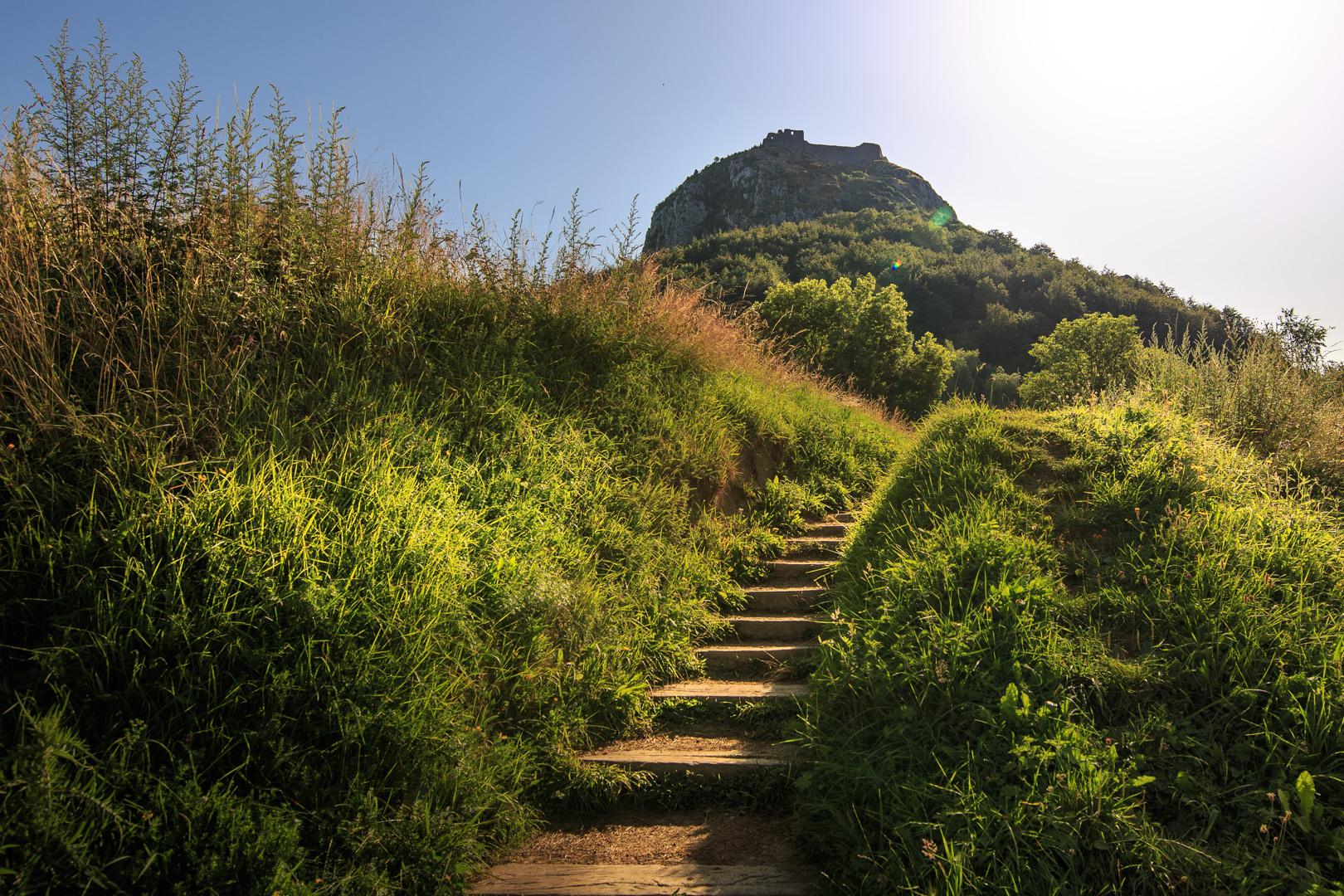 Chemin de montée au château de Montségur