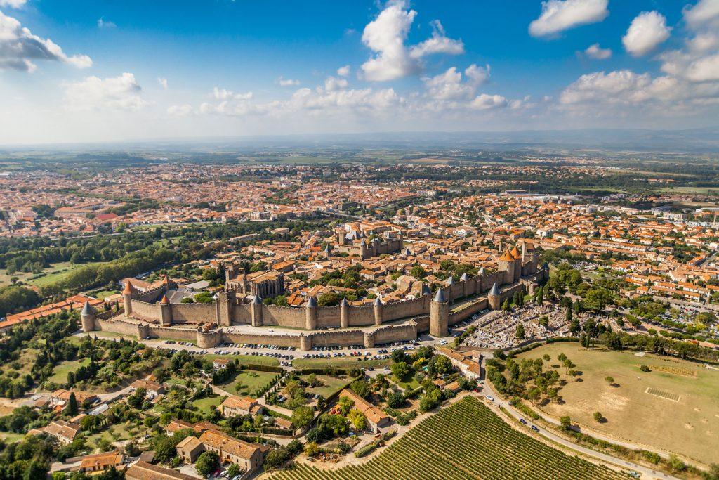 La cité médiévale de Carcassonne vue du ciel